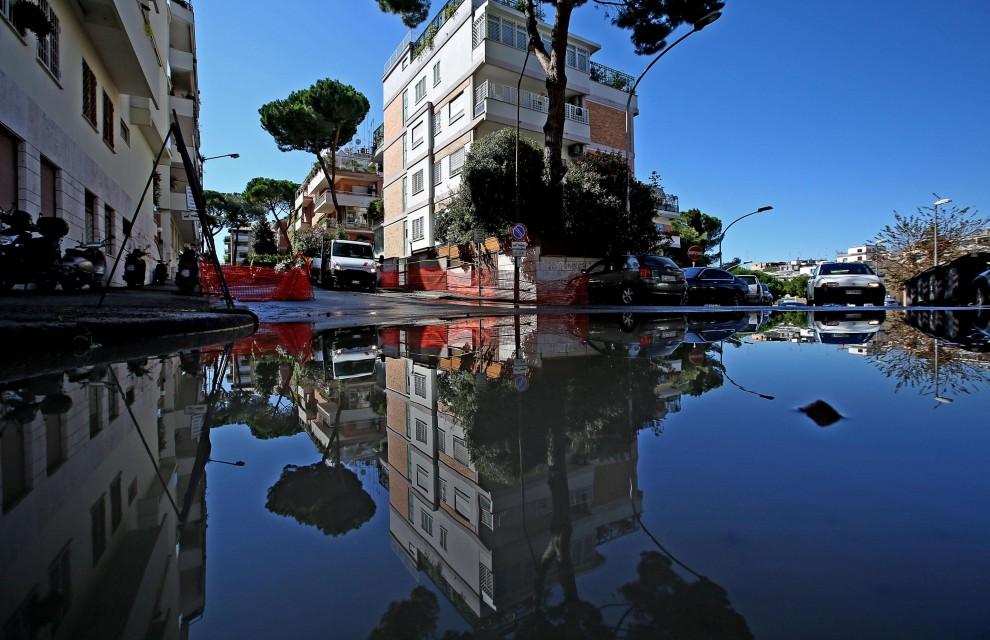 Si rompe tubatura, fiumi d'acqua nelle strade di Monte Mario e Primavalle
