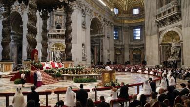 """Il Papa sposa 20 coppie romane   Ft   -   Vd       """"Il matrimonio non è fiction"""""""