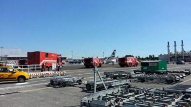 Terrorismo, paura allo scalo di FIumicino aereo scortato per falso allarme bomba    Ft      Foto: I caccia nei cieli accanto al velivolo