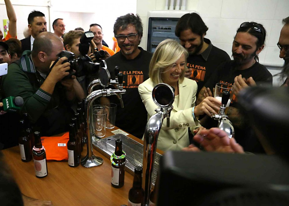 Scuola, il ministro Giannini con un brindisi inaugura anno e 'birrificio' dell'Istituto agrario Sereni di Roma