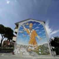 San Basilio, poliziotti ritratti come pecore e maiali nel murales per Ceruso. Il Campidoglio lo rimuove
