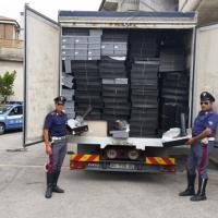 Ruba tremila paia di scarpe e fugge. Arrestato sulla superstrada