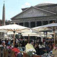 Pantheon, blitz dei vigili: scoperta evasione di 312mila euro in 20 esercizi commerciali