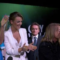 Gay Village, Pascale applaude il bacio omosex