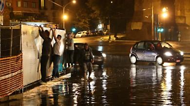 Tempesta di fulmini a Roma Nord   Ft   Tromba d'aria sull'Ostiense   Ft