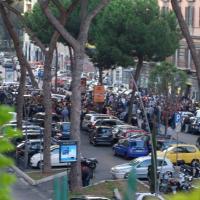 """Via Appia, """"assalto"""" dei tifosi giallorossi: file e traffico per i biglietti di Champions League"""