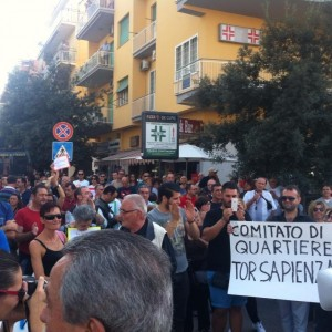 """Tor Sapienza, la rivolta dei residenti: """"No al centro di accoglienza per gli immigrati"""""""