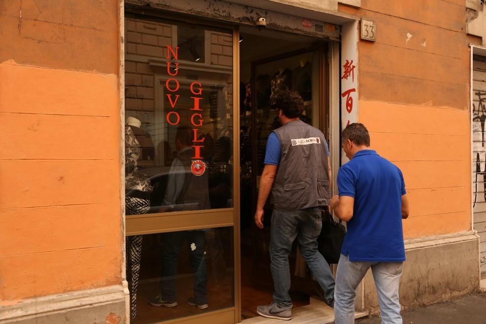 9d4f2ec765b3 Blitz all Esquilino  sempre più irregolarità nei negozi cinesi - 1 ...