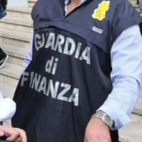 Maxi sequestro di medicinali e giocattoli pericolosi tra Fiumicino ed Esquilino