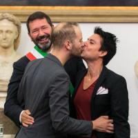 """Nozze gay, Marino non torna indietro: """"Contro il prefetto pronto a fare ricorso a Strasburgo"""""""