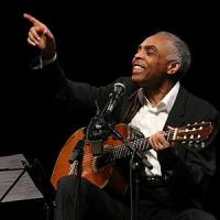 Gilberto Gil, la voce e la chitarra. Omaggio alle canzoni della leggenda