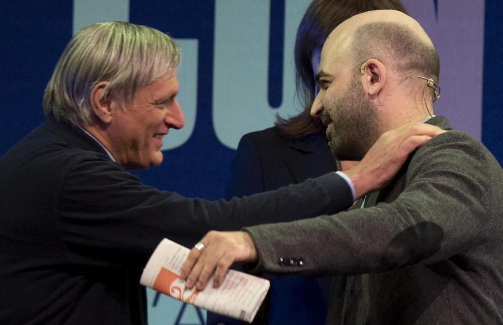 Stati generali dell'antimafia, l'abbraccio tra Don Ciotti e Saviano