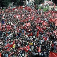 """Cgil e studenti, """"Siamo un milione"""", 4 cortei e disagi in centro."""