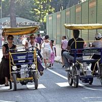 Villa Borghese, risciò contro bicicletta: tre feriti