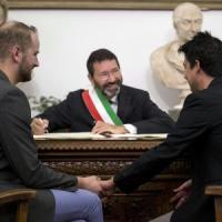 Nozze gay, il prefetto invia l'atto di annullamento delle trascrizioni