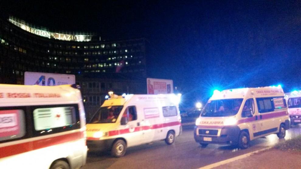 """Croce Rossa, ambulanze in corteo sotto la Regione: """"No al nuovo bando"""""""