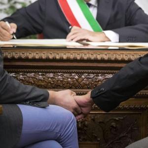 """Nozze gay, il Tar del Lazio dà ragione al prefetto: """"Per ora resta l'annullamento delle trascrizioni"""""""