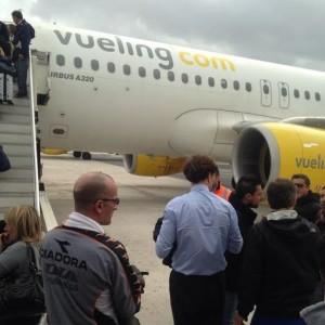 Fiumicino, guasto al motore: panico sul volo Vueling diretto a Monaco con a bordo i tifosi della Roma