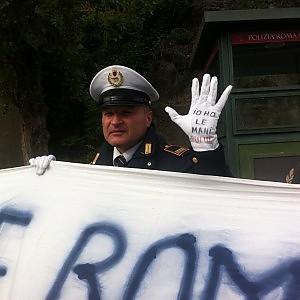 """Vigili urbani in assemblea contro Clemente: """"Non siamo corrotti"""""""