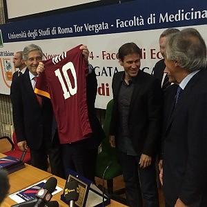 Tor Vergata come l'Olimpico, cori e applausi per mister Garcia