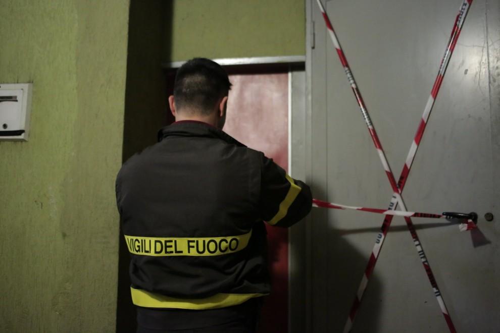 Garbatella, precipita l'ascensore di un condominio con dentro una donna: è grave