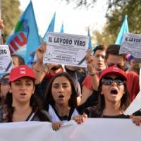 """Disoccupati, precari e studenti in piazza: oggi è """"Sciopero sociale"""""""