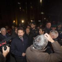 "Il sindaco Marino a Tor Sapienza. Gli abitanti urlano: ""Buffone"""
