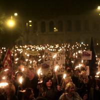 Cinquemila fiaccole nel centro di Roma: la protesta dei dipendenti del Campidoglio