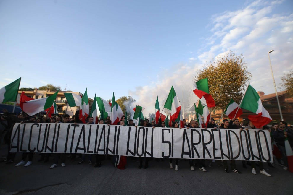 """Infernetto, protesta anti-immigrati: """"Alcuni italiani non si arrendono"""""""
