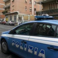 Nuda sul cornicione di un palazzo a Roma, scappava da uno stupro