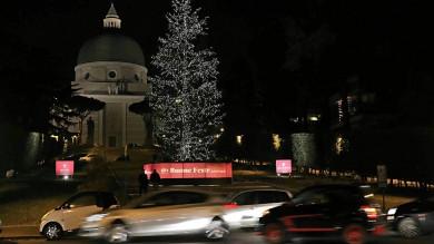 """All'Eur è sciopero delle luci di Natale """"Negozi al buio contro il degrado"""""""