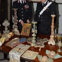 Marmi, dipinti e arazzi: reperti archeologici rubati sequestrati nella villa di avvocato romano