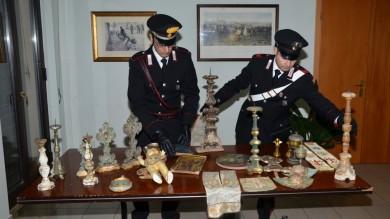 Marmi, dipinti e arazzi: reperti archeologici rubati sequestrati nella villa di avvocato   Ft