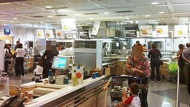 Morì soffocato da hot-dog all'Ikea  il gip archivia l'inchiesta. Rabbia dei genitori