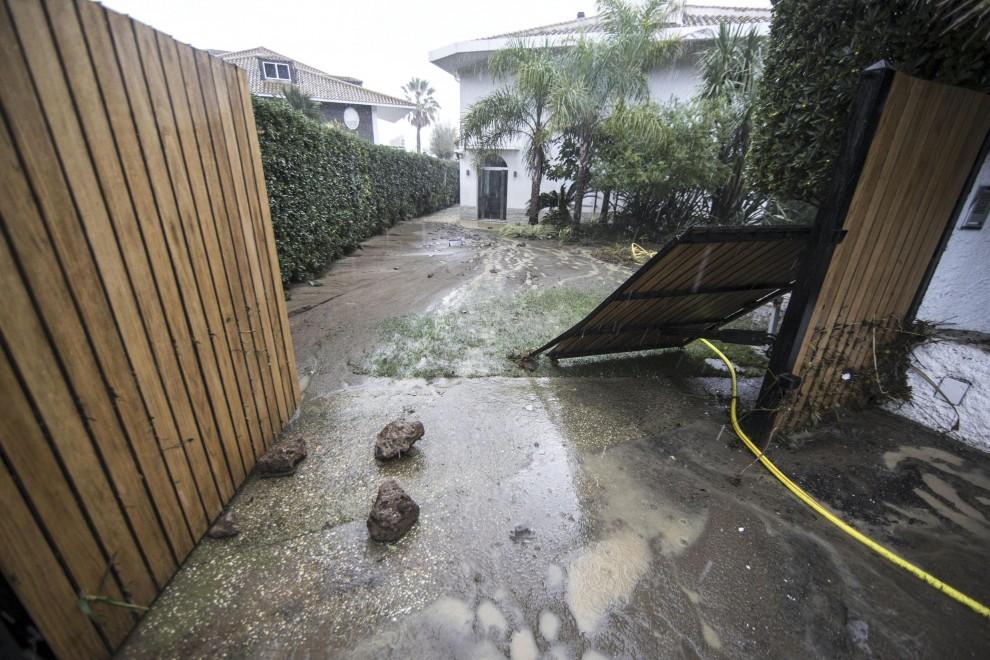 Maltempo bomba d 39 acqua a santa marinella 1 di 1 roma for Scantinati in california