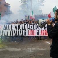 """Casapound e la scuola vietata ai rom. La preside: """"Studenti mai aggrediti a sassate"""""""