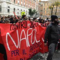"""""""Stop Jobs Act del governo Renzi"""", studenti in marcia verso il Senato"""