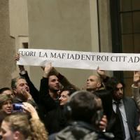 Mafia capitale, rissa in Campidoglio per l'elezione del nuovo presidente dell'Aula