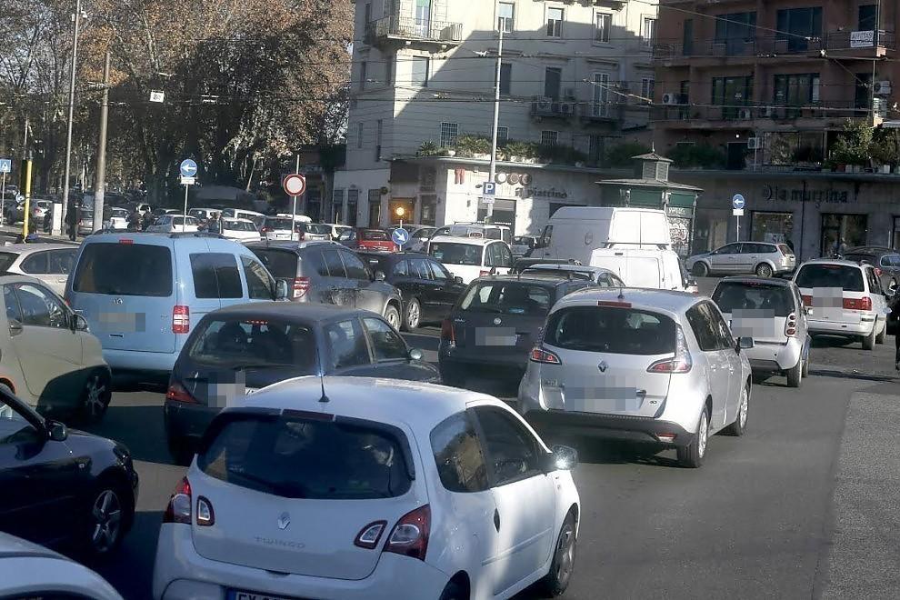 Sciopero generale, cortei in centro: traffico per le strade di Roma