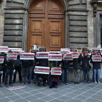 """Roma, blitz dei precari al ministero del Lavoro: """"No alla corruzione, Poletti dimettiti"""""""