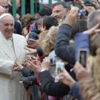 """Papa Francesco: """"Mai cacciare i bambini dalle chiese"""""""