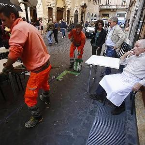"""Tavolini, l' ordine della Soprintendenza:  """"Da cancellare le strisce verdi anti-abusi"""""""