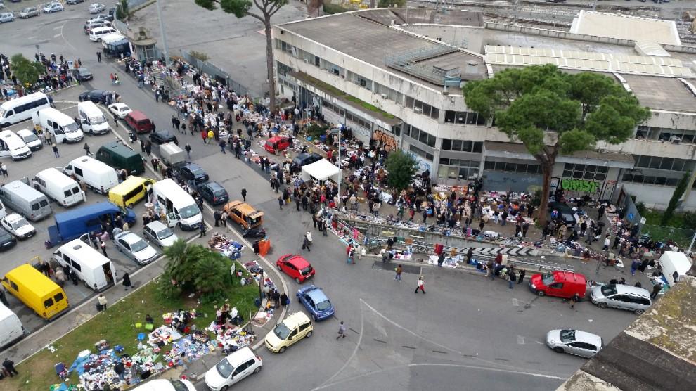Il mercato abusivo di piazzale dei partigiani 1 di 1 - Porta portese affitti appartamenti roma ...