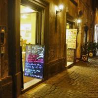 Commercio, basta negozi di alimentari da San Lorenzo a Monti