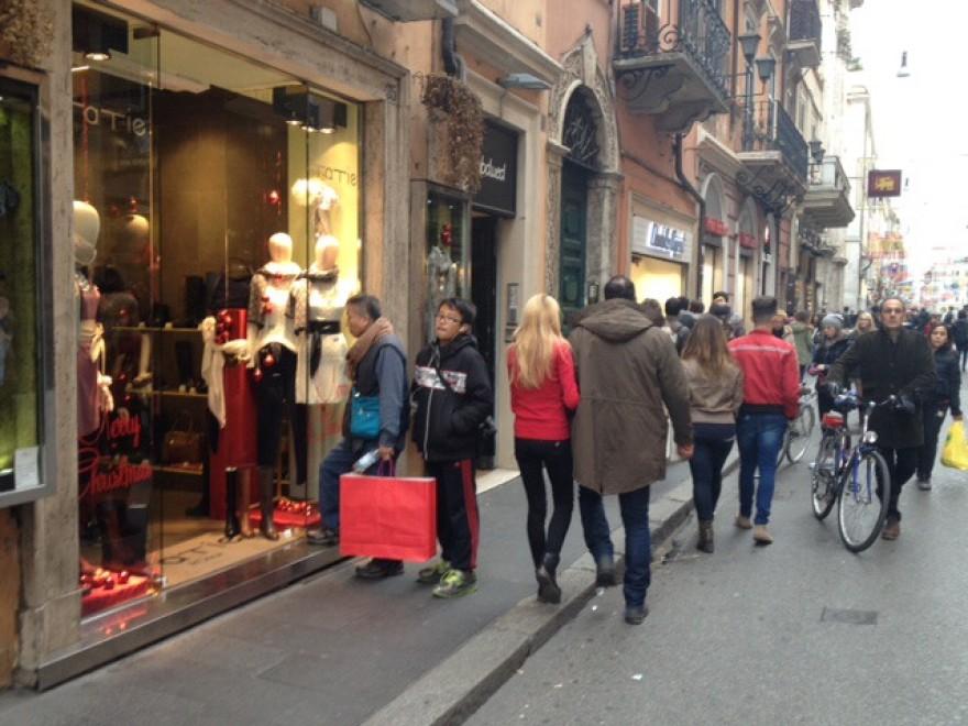 Via del corso ultime ore di shopping natalizio 1 di 1 for Corso arredatore d interni roma