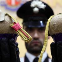 """Blitz dei carabinieri: trovati 1200 chili di """"botti"""" illegali"""