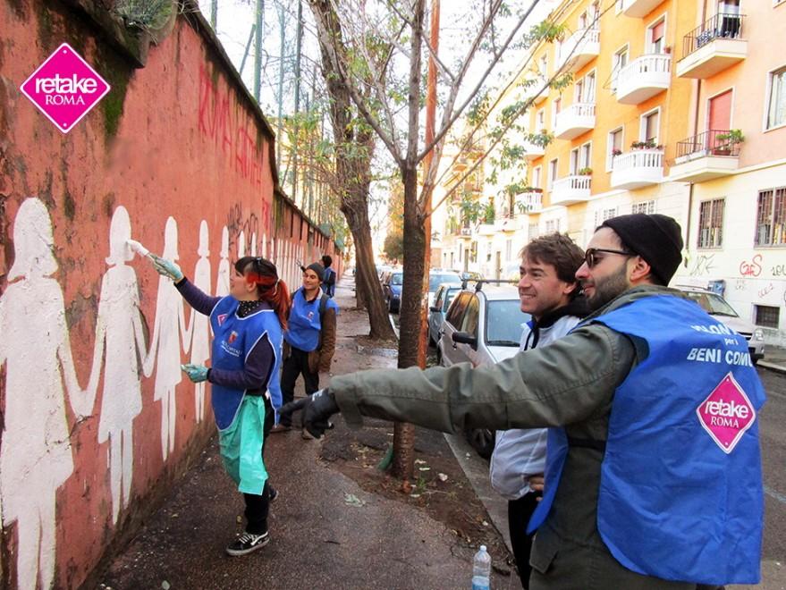 Tiburtino, imbrattato il murales contro la violenza sulle donne: i volontari lo ripuliscono