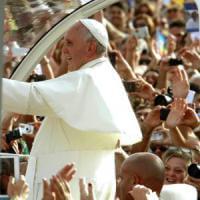 Riffa in Vaticano dei regali al Papa. Il ricavato in beneficenza