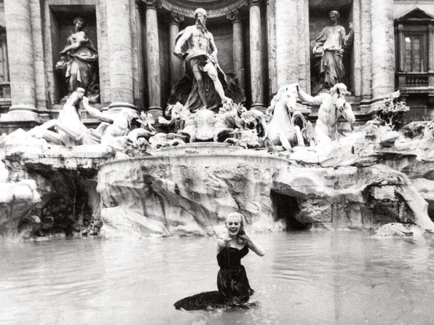 Bagno Nella Fontana Di Trevi.Anita Ekberg Da Fontana Di Trevi All Eur I Set Romani