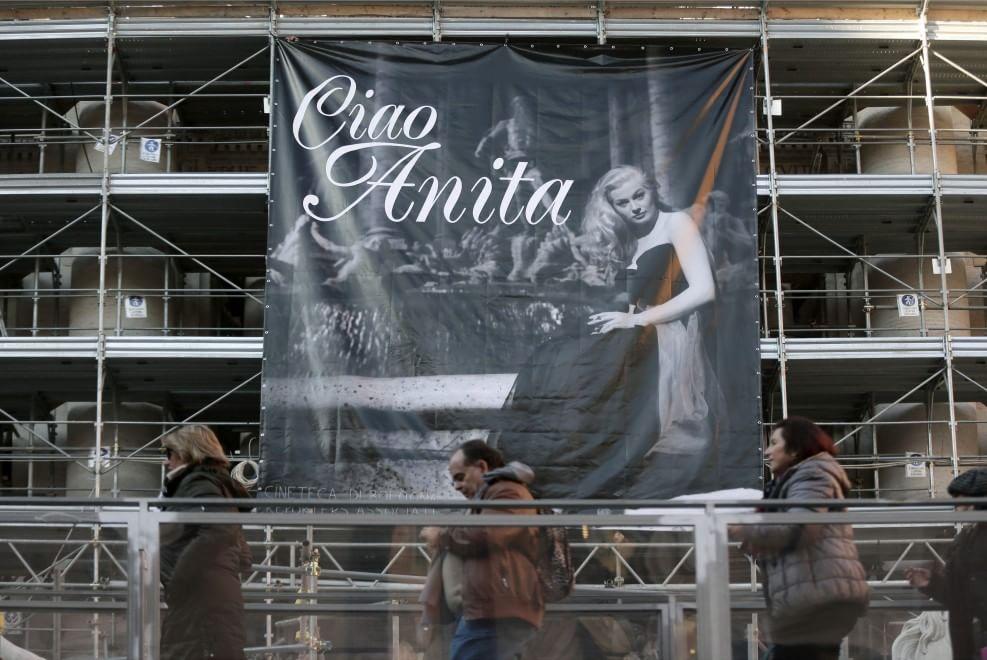 Alla Fontana di Trevi il grande omaggio ad Anita Ekberg